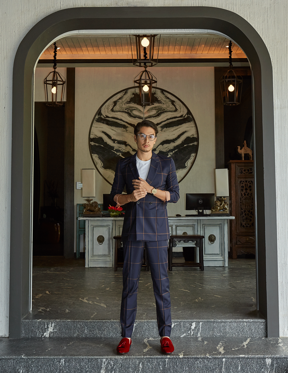 suit : Paul Smith / tshirt : Jockey / shoes : Christian Louboutin  eyeglasses : TAVAT / watch : FORREST