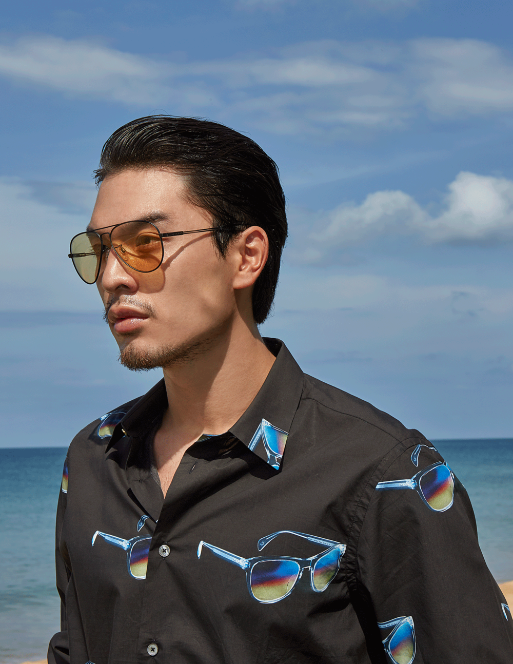 clothes : Paul Smith / sunglasses : TAVAT