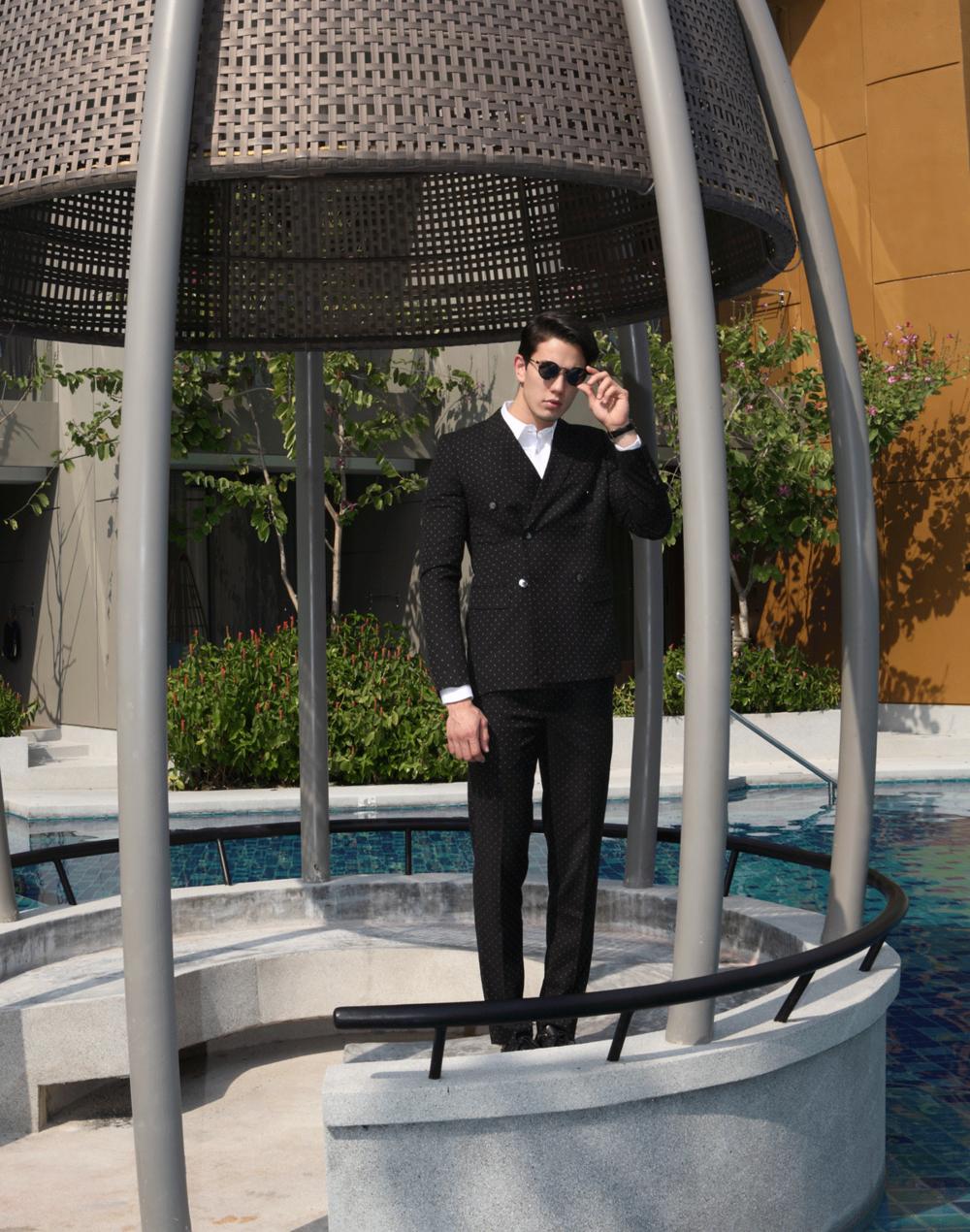 clothes : CV_homme / sunglasses : TAVAT