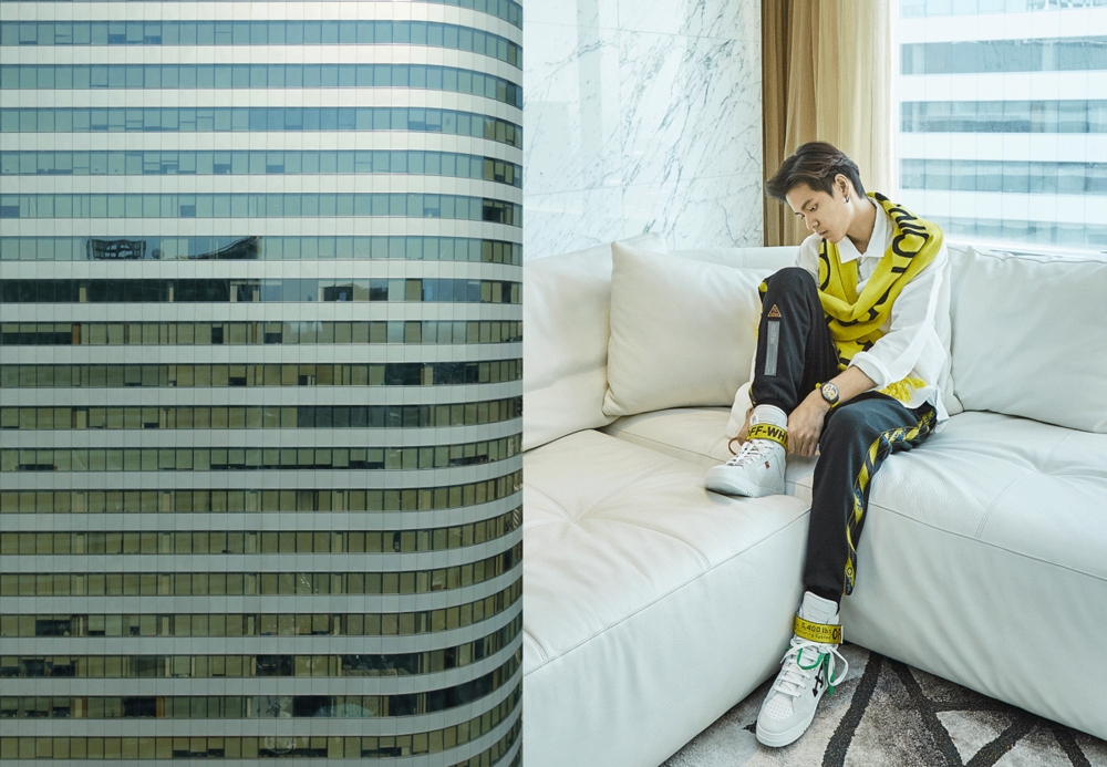 clothes and sneakers : Off White / watch : SWATCH model : MAX L'ABEILLE