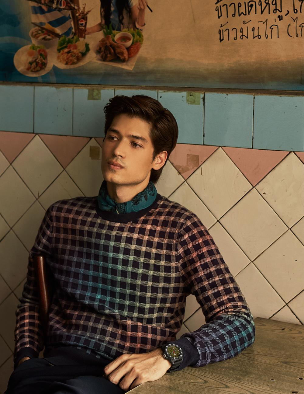 sweater : Paul Smith / pants : Everyday Karmakamet  watch : LUMINOX Carbon SEAL 3813 Series