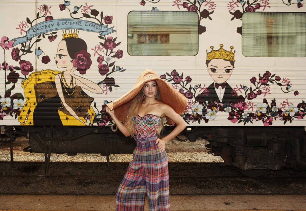 clothes and hat : MISSONI / shoes : Christian Louboutin / earrings : 77th