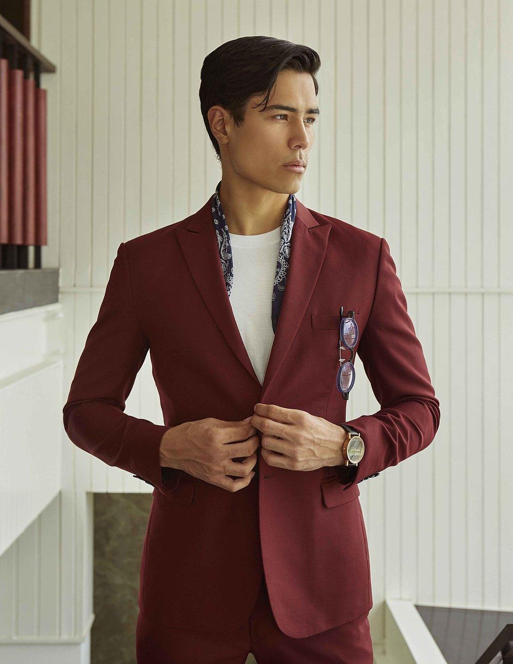 suit : CV_HOMME / t-shirt : JOCKEY / eyeglasses : TAVAT / watch : FORREST