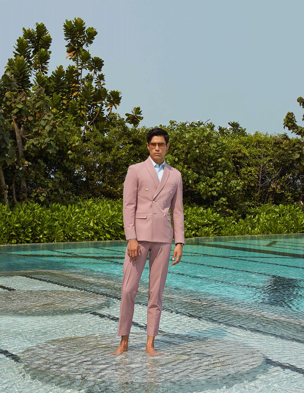 suit : CV_Homme / sunglasses : TAVAT