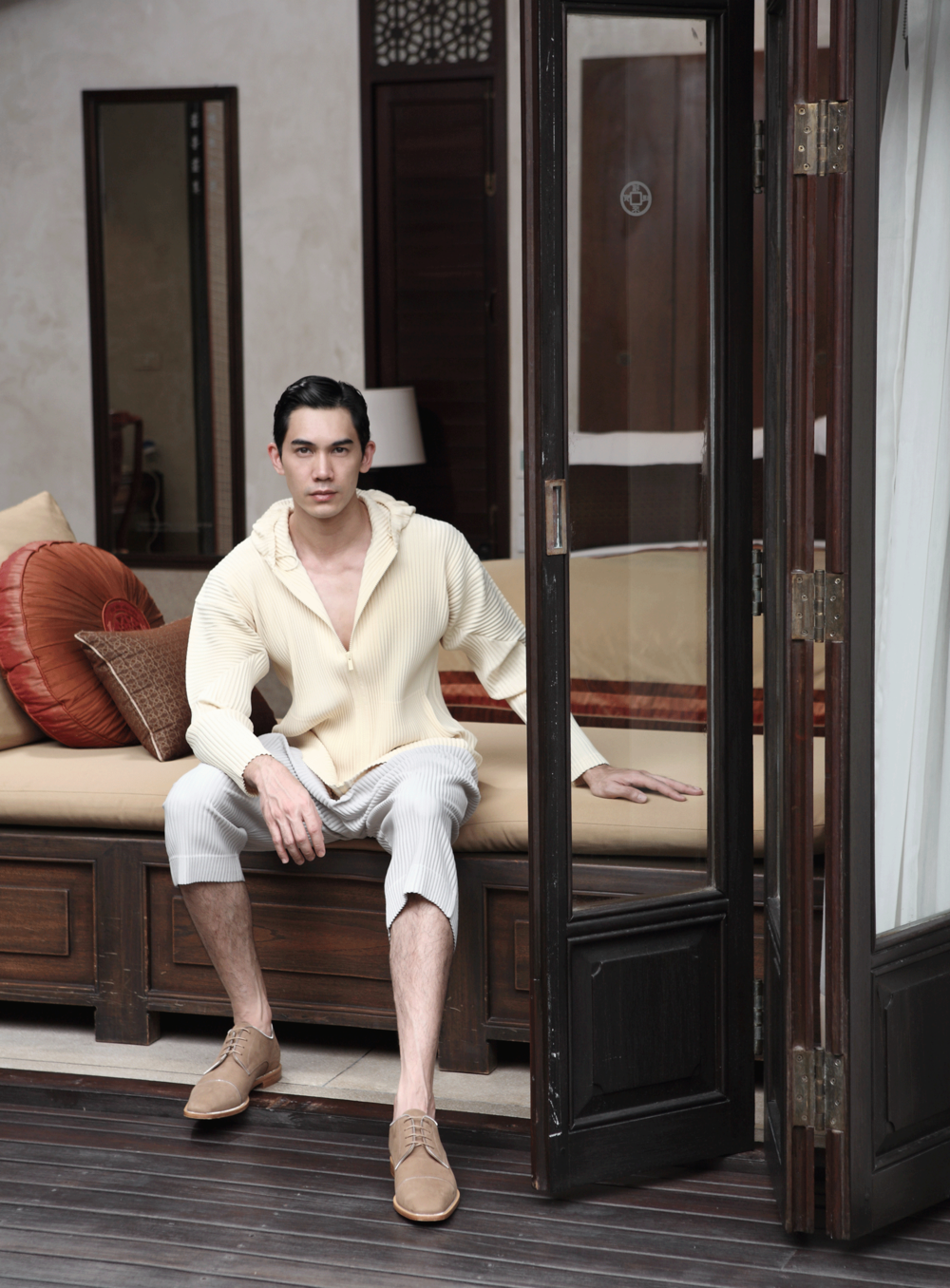 clothes :Homme Plisse Issey Miyake / shoes : Christian Louboutin