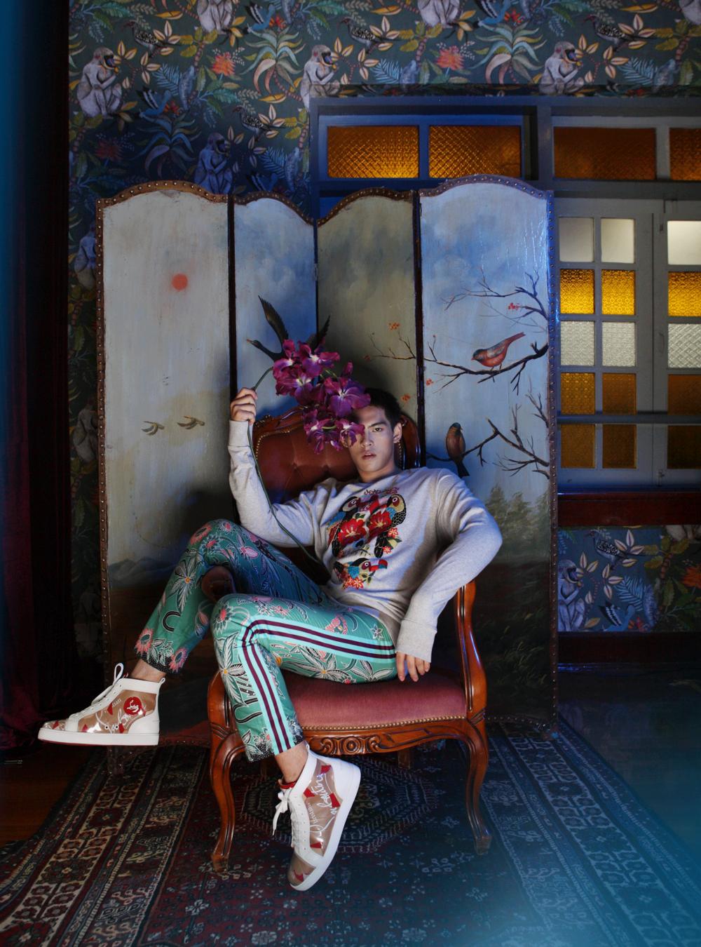 sweatshort : GINGER / pants : SARIT / shoes : Christian Louboutin
