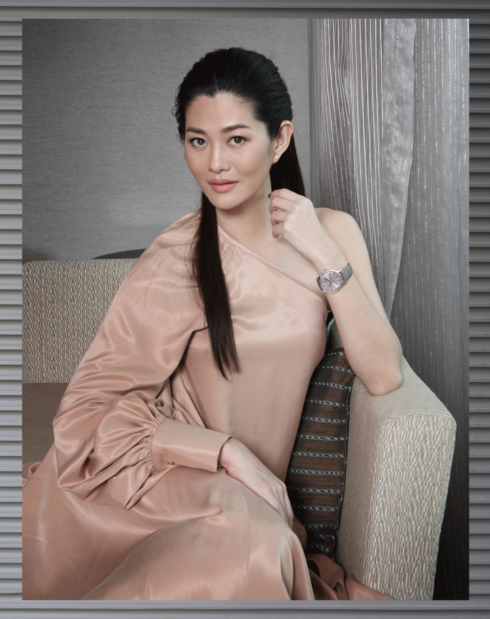 Suquan ; dress : ASAVA / watch : OMEGA Tresor Collection 39mm.