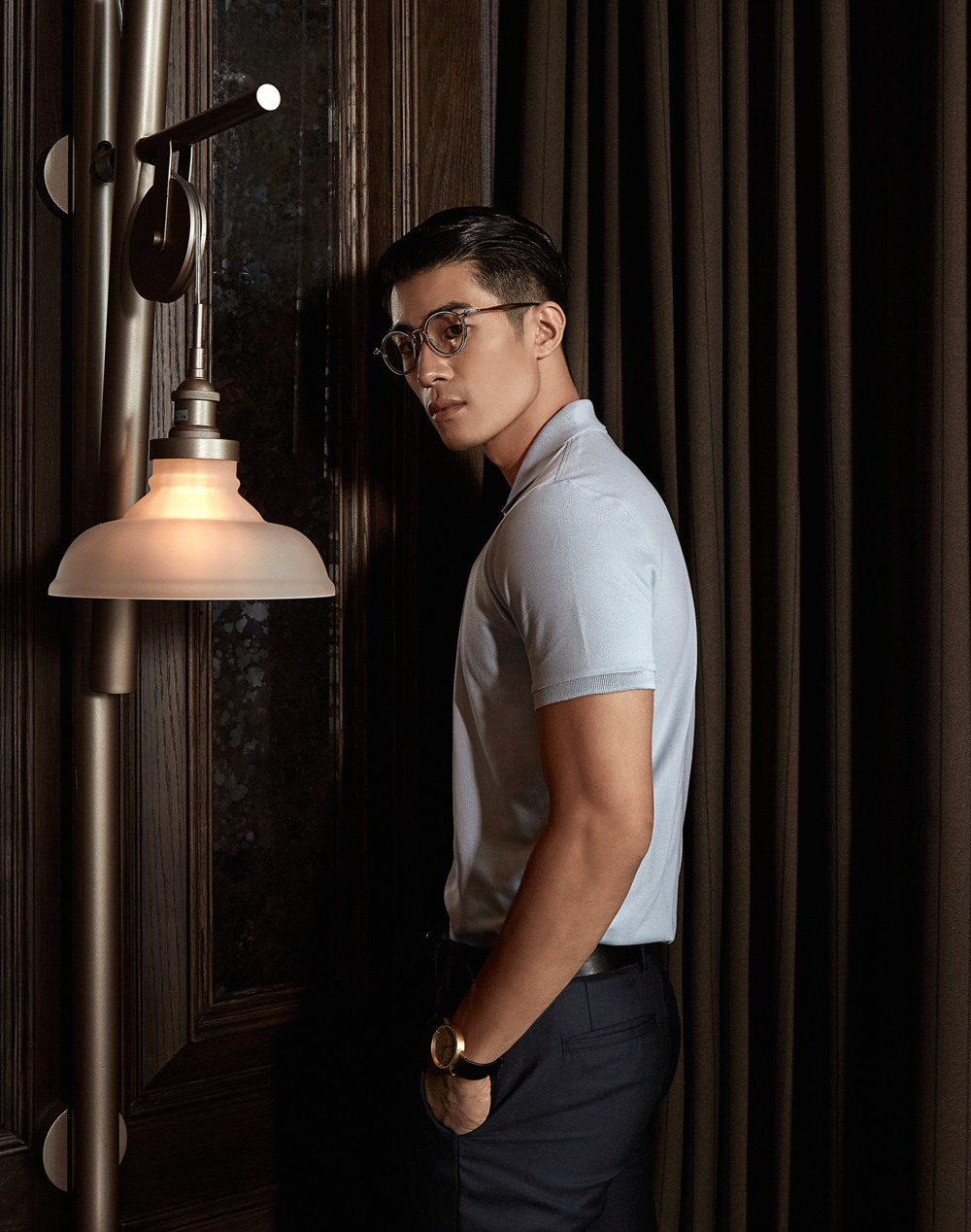 clothes : MARBLE & WOOD / eyeglasses : TAVAT / watch : FORREST