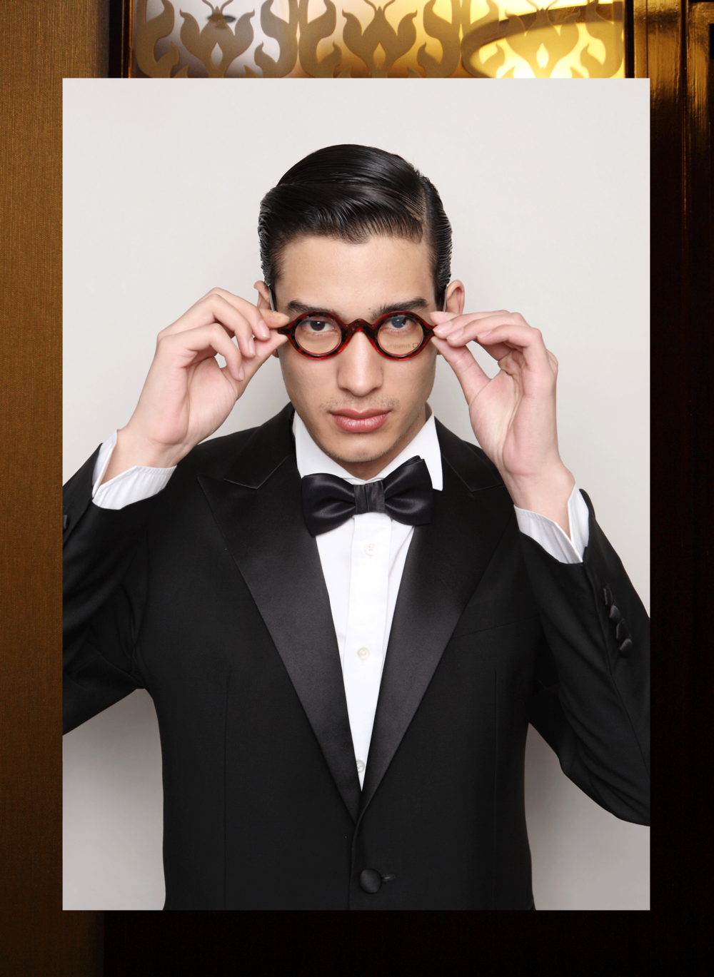 clothes : VVONSUGUNNASIL / eyeglasses : Blake Kuwahara