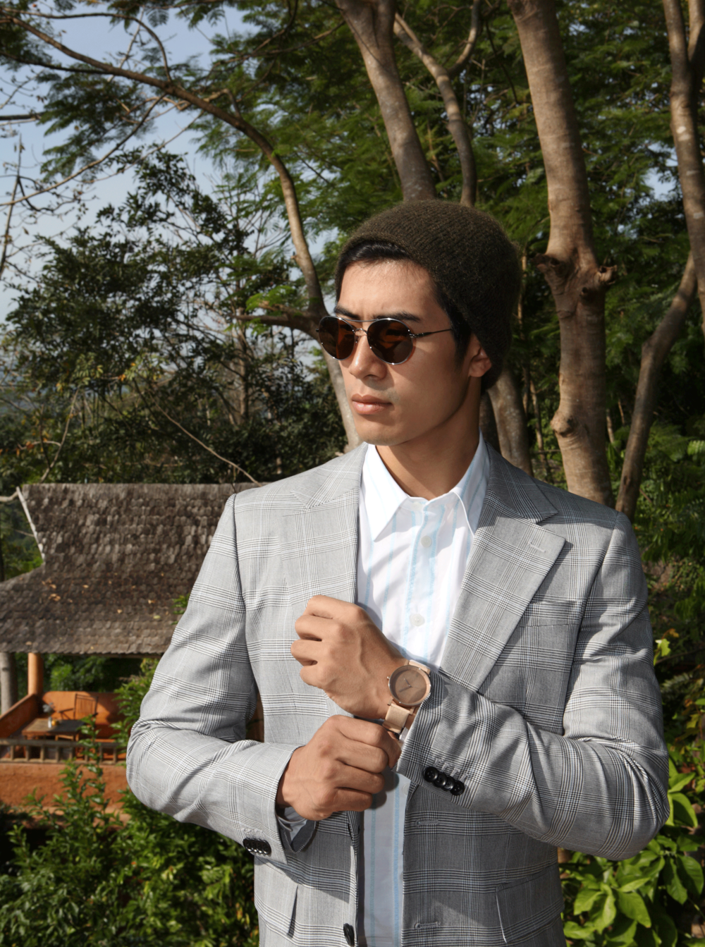 clothes : CK Calvin Klein / sunglasses : TAVAT / watch : FORREST