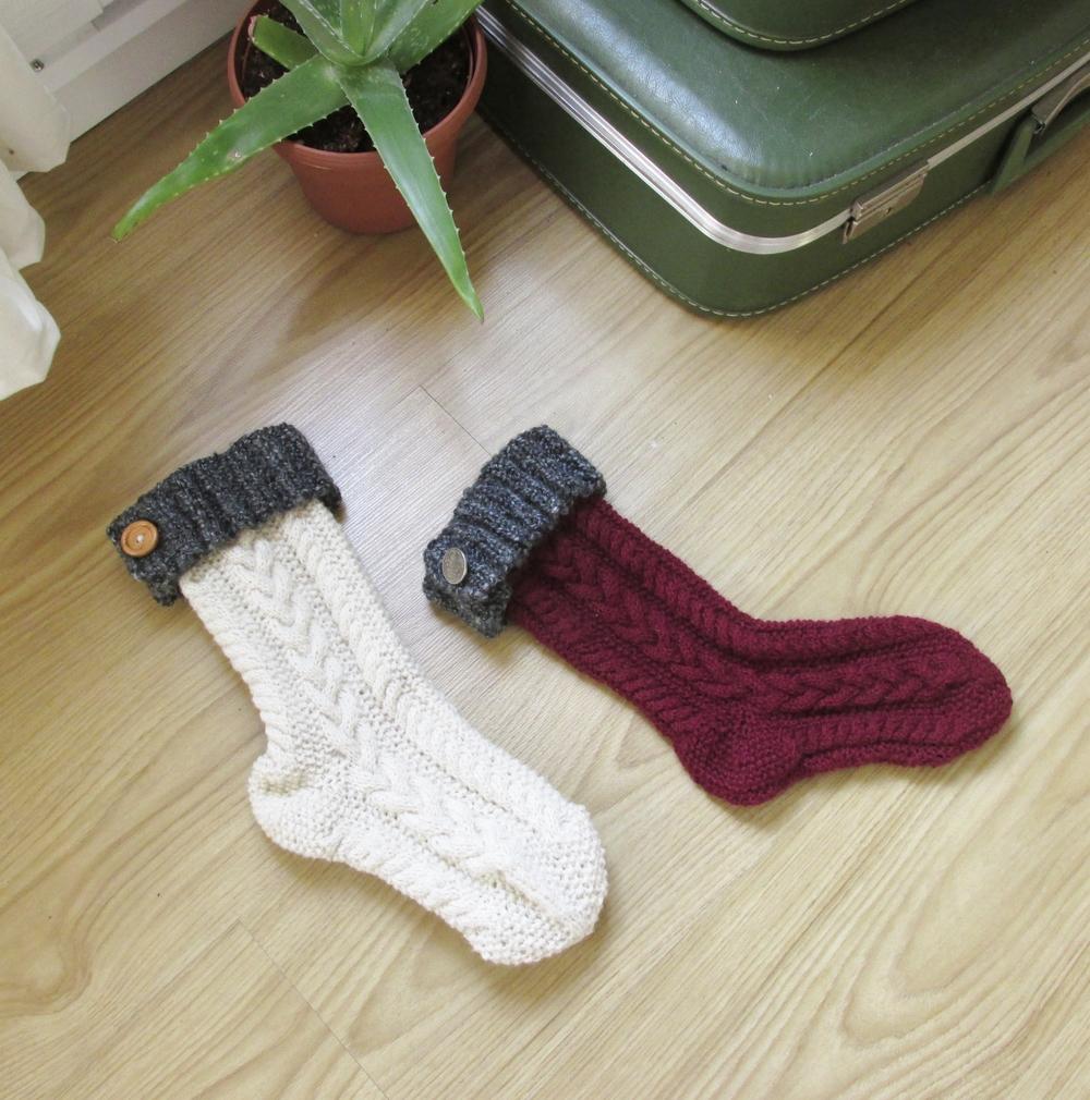hand knit christmas stockings | seekthewelfare