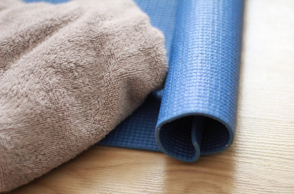 how to refresh an old yoga mat | seekthewelfare