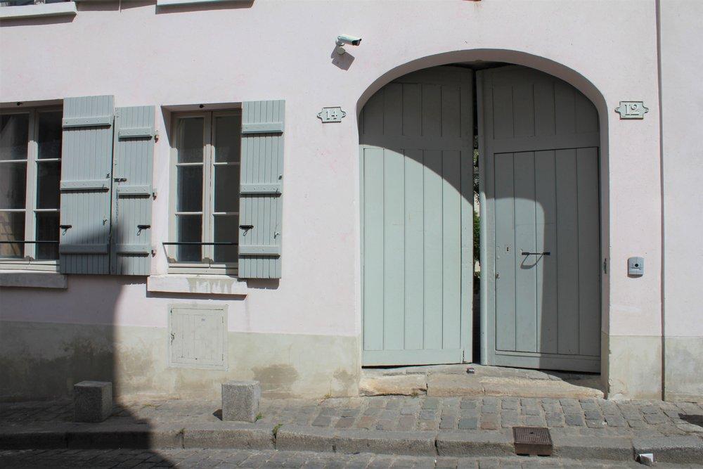 a glimpse of montmartre, paris   seekthewelfare