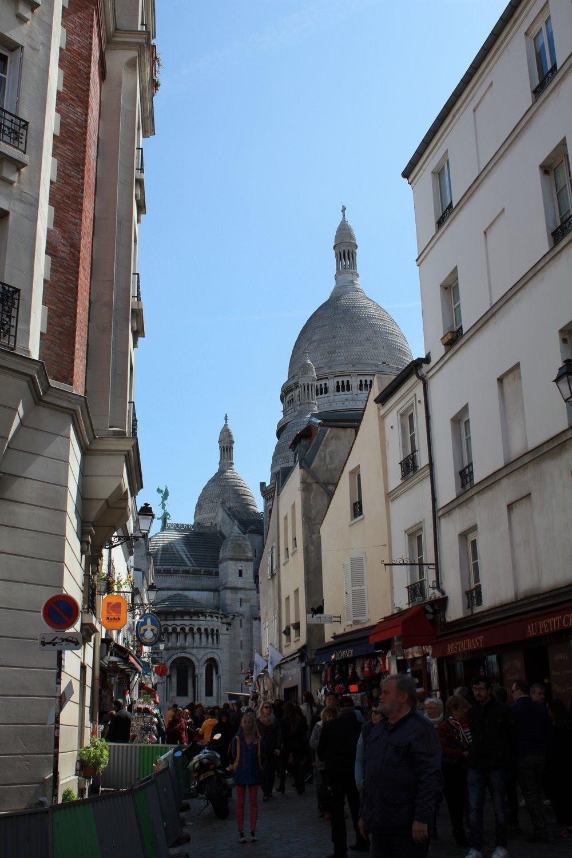a glimpse of montmartre, paris | seekthewelfare