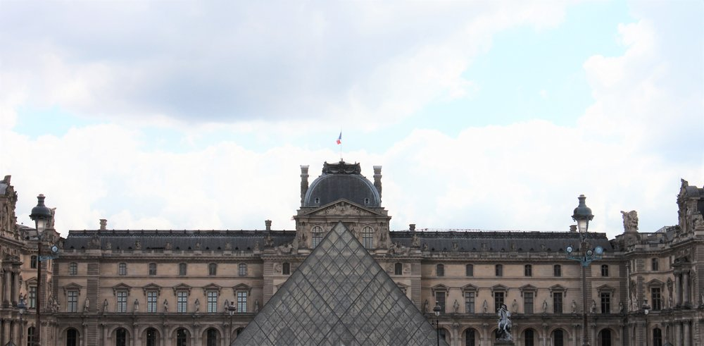 glances at the louvre | seekthewelfare