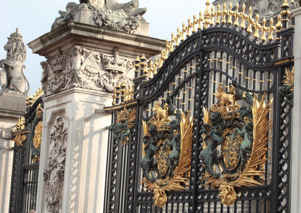 buckingham palace, london, england | seekthewelfare