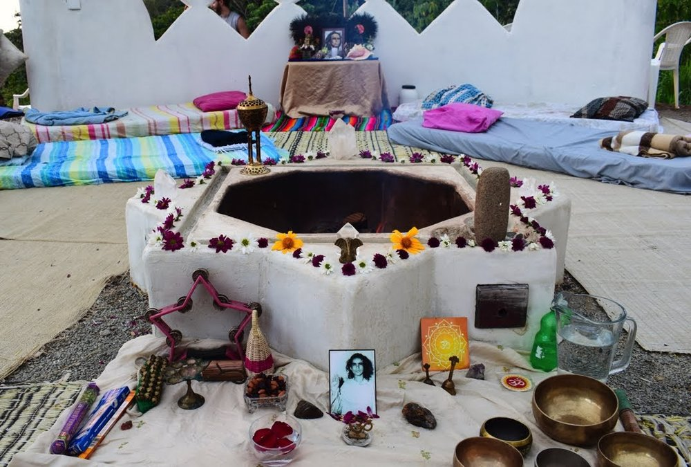 05 Duni, Babaji altar, Fire&Aya Ceremony, 31.jan 18.jpeg