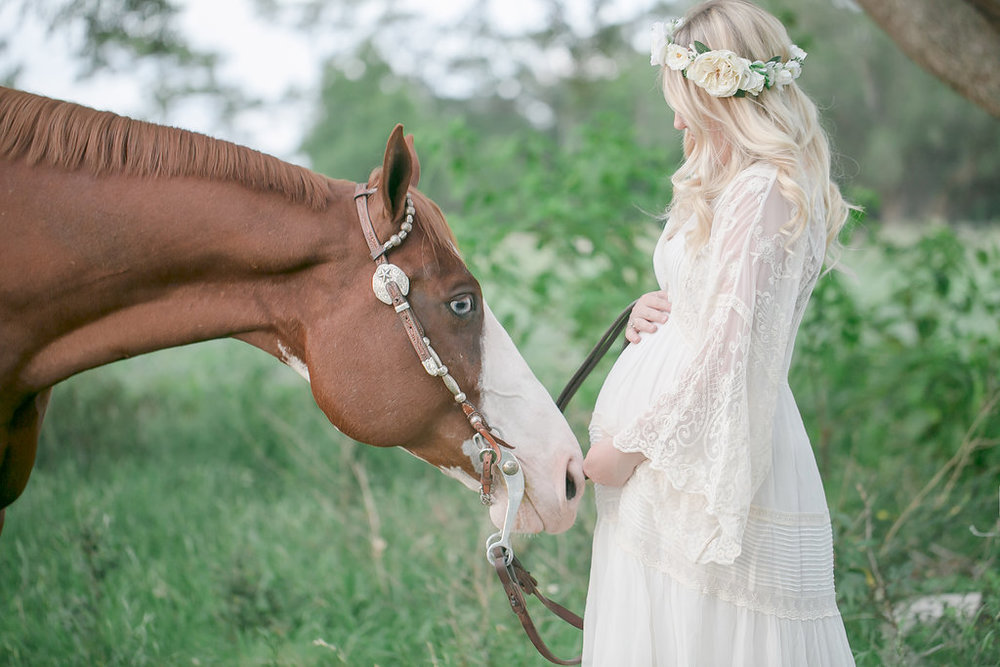 Gorgeous Maternity Style Photography With Horse And Flower Crown Love Sparkle Pretty