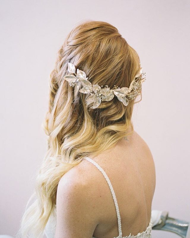 The shop has only been reopened for just over 1 week and my heart is incredibly full of gratitude!!💗✨ Thank you to all of my sweet 2018/2019 brides and mamas who have been messaging me with such sweet words and putting in your orders! All of your emails and DMs have been so encouraging and I'm forever grateful to get to create all of these pieces for your most special moments!! THANK YOU!!✨✨✨ ⠀⠀⠀⠀⠀⠀⠀⠀⠀ Photo by @graceandlightphoto Featuring the Halsey half crown  Hair by @krystlewaiviohair  Makeup by @magrachelbeauty  Dresses by @smittenbridal @wilderlybride @tiadorabridal  Model @country_giiiirl  Rentals & Studio @etablirshop ⠀⠀⠀⠀⠀⠀⠀⠀⠀ #flowercrown #bridalhair  #bridalaccessories #hairgoals