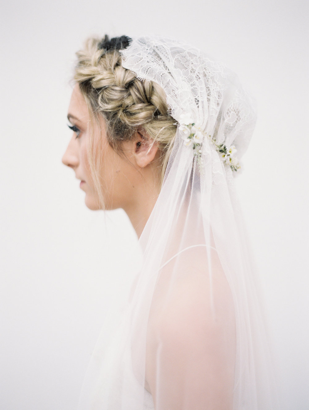 flower-veil-lace-cap-veil-bridal-hairstyle