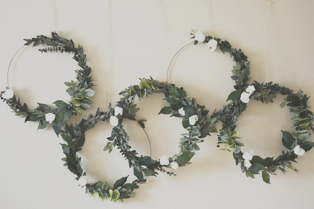 greenery-wreath-wedding-backdrop