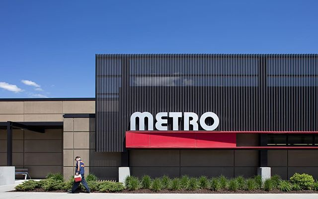 Metro transit facility in Moline, IL. Designed by Studio 483. . . . . . . #fordandbrown #architecturalnarratives #architecture #archdaily #studio483 #tagtheqc #architecturalphotography #quadcities #moline #rockisland #illinois #metro
