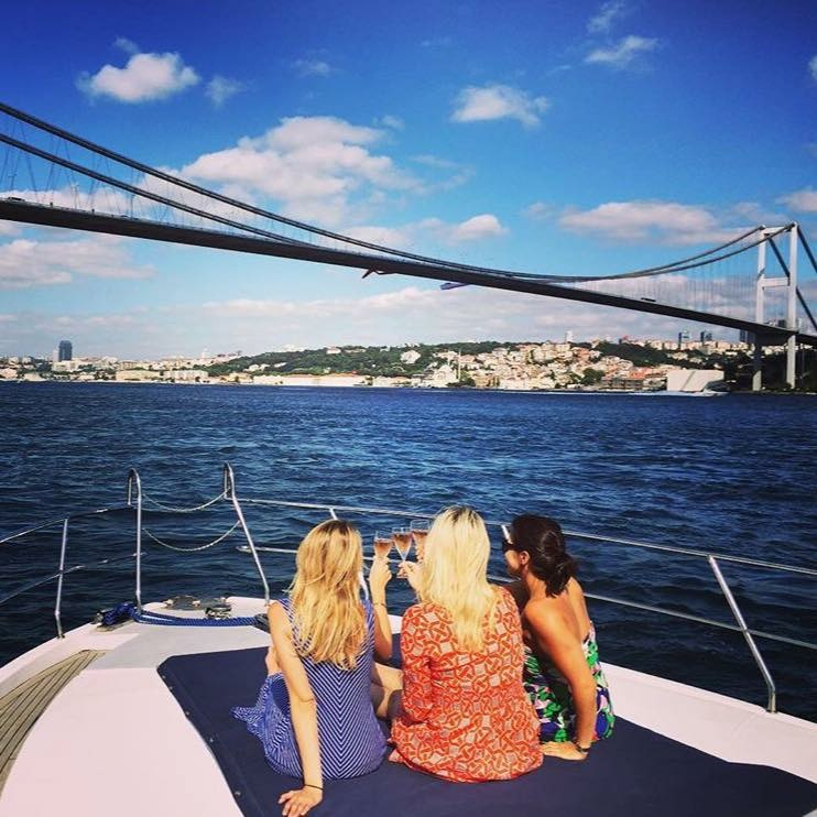 Toasting with the ladies on the Zoe Yacht Cruise (PHOTO: Katie Cline)