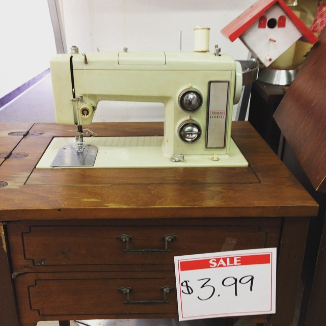 vintage-kenmore-25-off-for-a-total-of-322-score-sews-great-picking-it-up-in-southern-illinois-on-theimprovhandbookformodernquilters-road-tour_18281032719_o