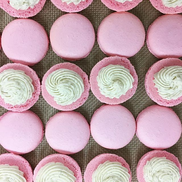 happy friday everyone! we hope you have an awesome weekend!! we'll be busy baking for a special weeding this weekend. stay tuned for sneaks peaks! #friyay #friday #macarons #dallasbaker #frenchmacarons #mydtd #dallasevents #dallasweddings
