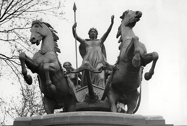 Boadicea and Her Daughters, Sculpture by Thomas Thornycroft, 1902
