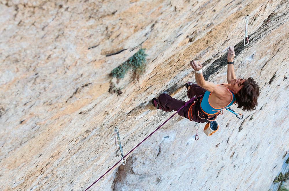 Eva, trying El Intento, 9a, Cuenca, photo by Javipec
