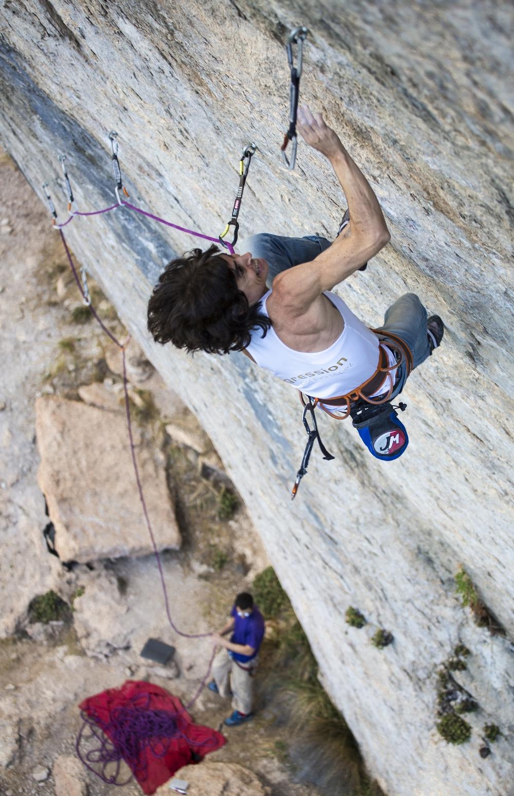 Eva on Potemkin 8c, Cuenca.Photo by Javipec.