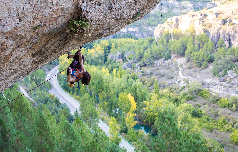 Another angle of Eva, working El Intento, 9a,  Cuenca. Photo by Javipec.