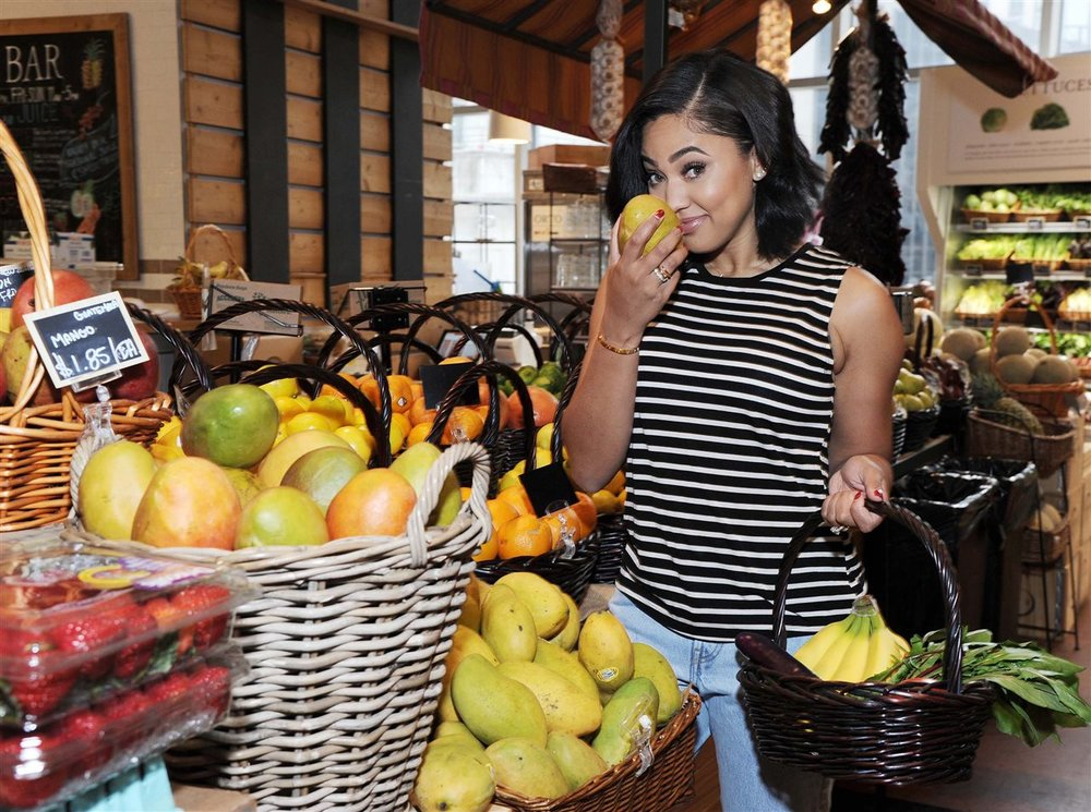 Ayesha Curry shops for the perfect mango in NYC
