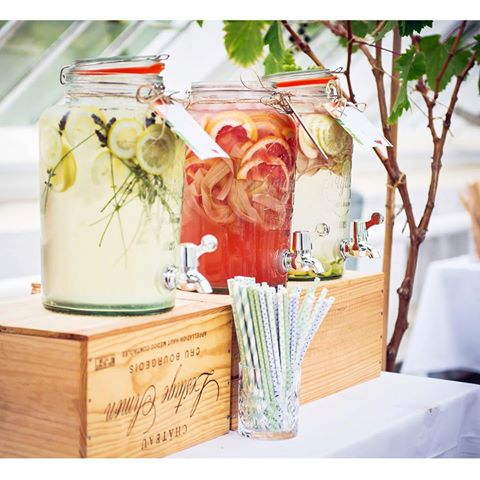 Create pitchers with summer fruits in old jars