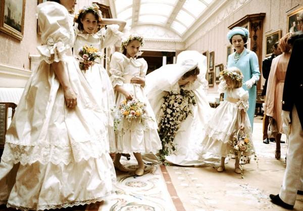 princess-diana-with-bridesmaids-1040kb060310-600x418.jpg