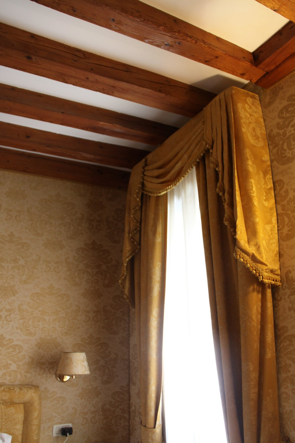 Beautiful Window Treatments and Fabric Wallcoverings in our Bed and Breakfast in Venice
