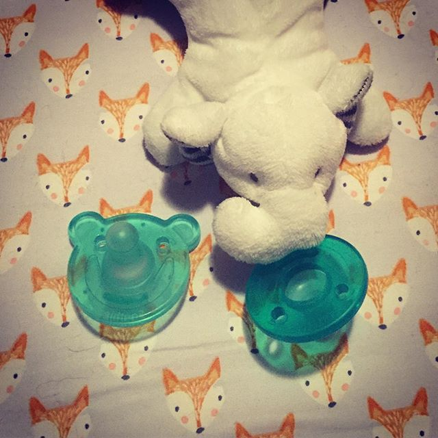 Soothers - who's kiddo uses one?  They can be SO helpful but how can you tell when they're no longer helpful and what can you do about it? Check out our FB live to see what we and some of clients are handling gentle soother removal! 😍❤️ . . #thesleepingchild  #parenting4sleep  #lifelongparent  #familygoals  #normalizeinfantsleep  #babyadvocate #newborn  #babysleeping  #toddlersleep #momlife #dadlife  #naps #bedtime  #attachmentparenting  #positiveparenting  #respectfulparenting  #sleepexpert ... is you  #sleeptraining for parents #antisleepconsultant #sleepconsultant #sleepcoach  #parentcoach  #fedisbest #breastfeeding #babywearing #waverlyrocket #kariernstwright