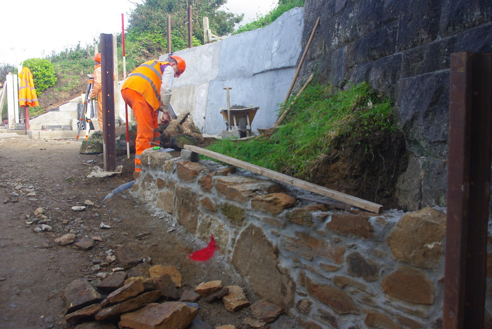 2017-09-19 Retaining Wall progressing well.JPG