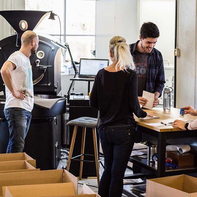 Det å finne den perfekte oppskriften tar tid! Vi bruker mye tid på «kontoret» på Vestfossen for å teste forskjellige varianter og mikser.  #arcticcoffee