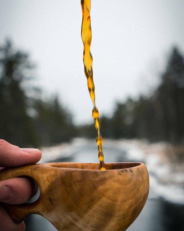 Det er fredag og vi skal ut og nyte «kulden» før sola skrur på makstemperaturen neste uke. Husk, vi har cold brew til de dagene du vil ha noe kaldt i koppen! #arcticcoffee