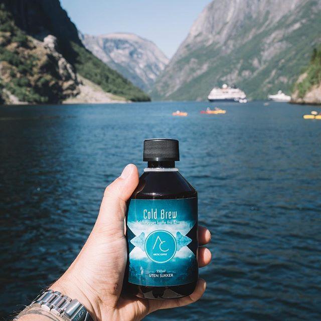 @emilsollie har passet på å fylle opp sekken med cold brew for varme dager på tur i fjord og fjell. #arcticcoffee