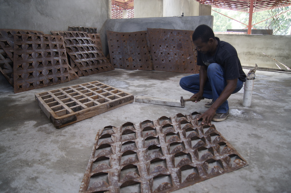 Metal screens being fabricated by local artists for the Gheskio Cholera Center. Image Source: Iwan Baan.