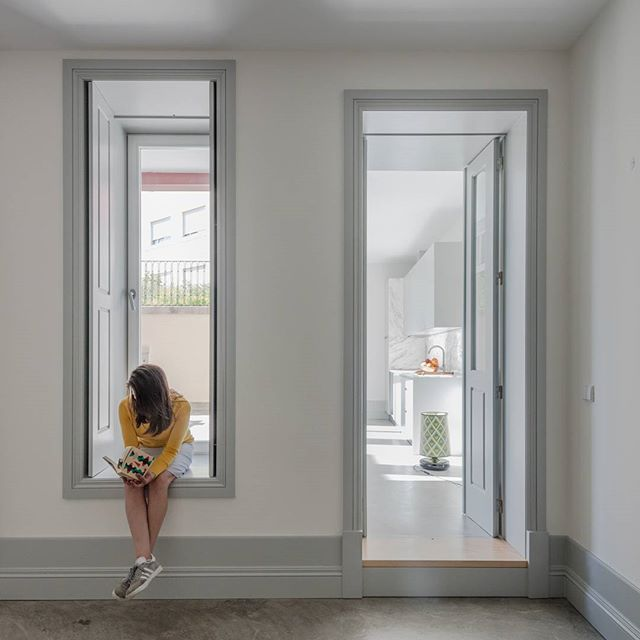 hoje em #portuguesematters - CASA DOS PÁTIOS, um edifício setecentista no Porto, reabilitado e transformado num conjunto habitacional por Pedro Ferreira Architecture Studio - today on #portuguesematters - CASA DOS PATIOS, an eighteenth-century building in Porto, refurbished and transformed into a housing set by Pedro Ferreira Architecture Studio - 📷: @joaodmorgado + http://www.portuguesematters.com/blog/2017/9/18/casa-dos-patios  #arquitectura #arquitetura #architecture #arquitecturaportuguesa #portuguesearchitecture #habitação #residential #housing #reabilitação #renovation #pfarchstudio #portugal #porto