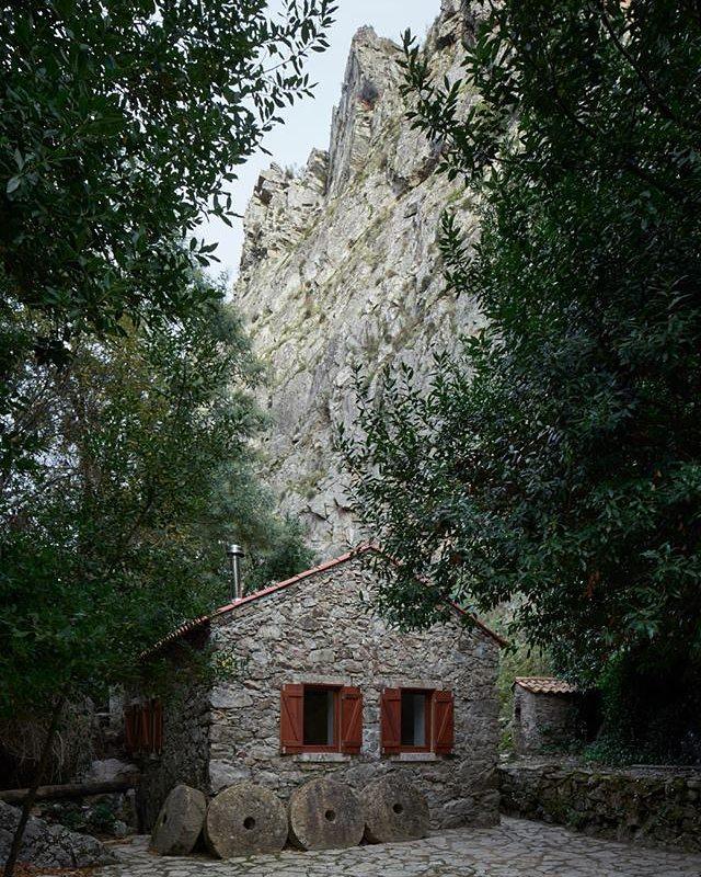 hoje em #portuguesematters - MOINHO DAS FRAGAS, uma pequena unidade de alojamento local num antigo moinho de água, pensada por @bruno_lucas_dias_arquitecto (link na bio) - today on#portuguesematters - MOINHO DAS FRAGAS,a small unit of local accommodation in an old watermill, designed by @bruno_lucas_dias_arquitecto (link in bio) - 📷: @hugosantossilva +https://www.portuguesematters.com/blog/2017/11/29/moinho-das-fragas  #arquitectura #arquitetura #architecture #arquitecturaportuguesa #portuguesearchitecture #turismo #tourism #alojamentolocal #localaccommodation #brunodiasarquitectura #moinhodasfragas #portugal #figueirodosvinhos #fragassaosimao