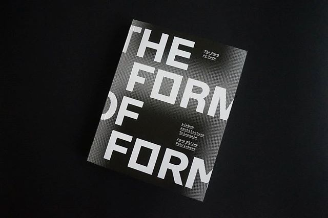 hoje em #portuguesematters - THE FORM OF FORM, a publicação oficial da passada edição da @trienaldelisboa, com design gráfico de João Faria - DROP (link na bio) - today on #portuguesematters - THE FORM OF FORM, the official Lisbon Architecture Triennale publication, designed by João Faria - DROP (link in bio) - 📷: @marciatraca + https://www.portuguesematters.com/blog/2018/1/16/the-form-of-form  #designgrafico #graphicdesign #designportuguês #portuguesedesign #designeditorial #editorialdesign #editorial #drop #larsmullerpublishers #trienaldelisboa #theformofform #portugal