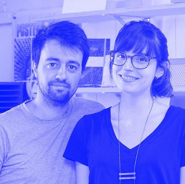hoje em#portuguesematters- PENSA RÁPIDO  entrevista a @tiago_casanova e @lburkardt, a dupla criativa por trás do @estudio.bulhufas (link na bio) 📷: Estúdio Bulhufas  #designgrafico#graphicdesign#designeditorial#editorialdesign #encadernacaoartesanal #bookbinding  #handmadebook