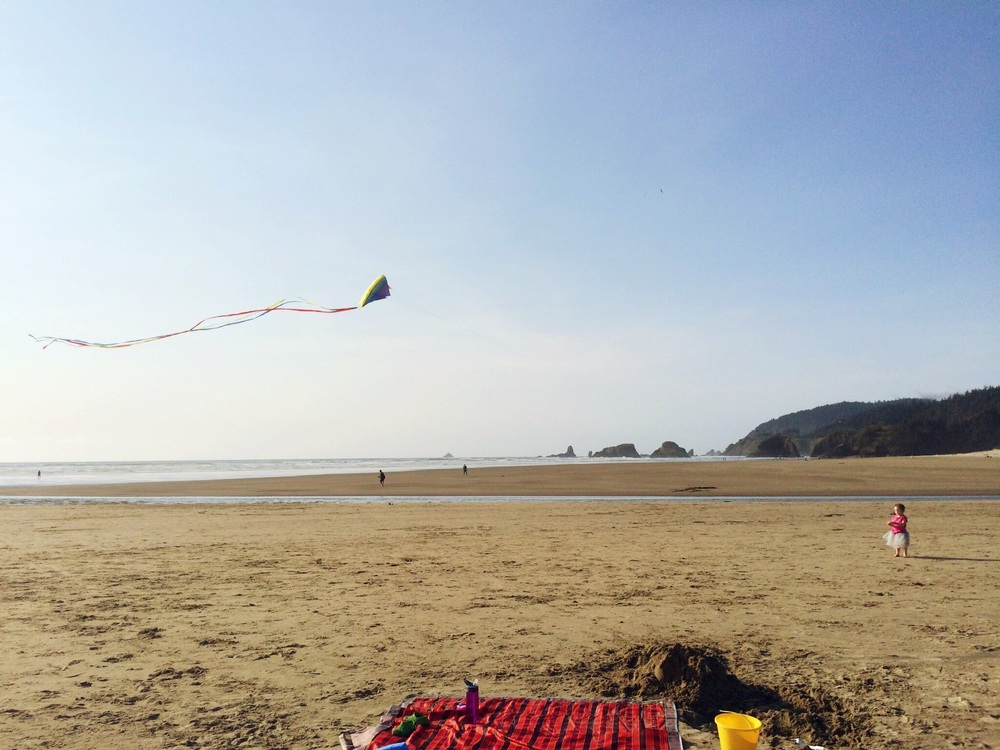 Sophie flying her kite at Ecola Creek.