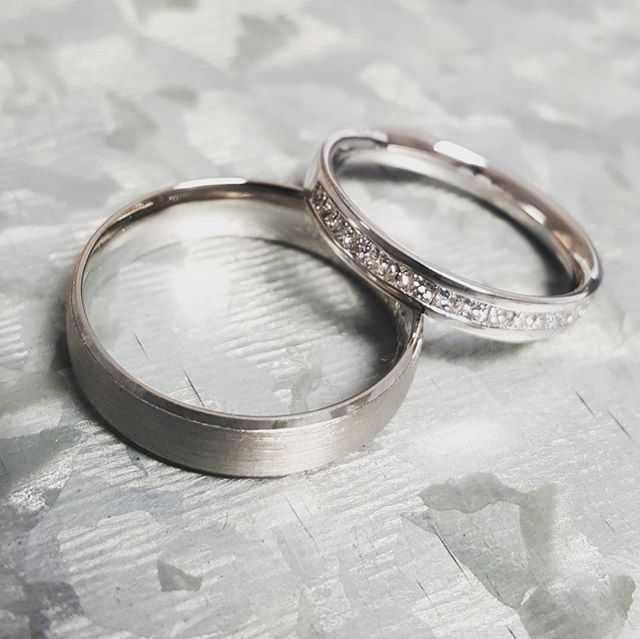 Another pair of wedding rings ready for a lovely couple 💑 18ct white gold channel set with princess cut diamonds for her - brushed finish palladium band for him 👌  #holebespoke #bespokejewellery  #madeinengland #craftmanship #finejewellery #jewellerydesigner  #caddesign #3dprinting #engagementring #diamond #bespoke #weddingring #wedding #platinum #gold #palladium