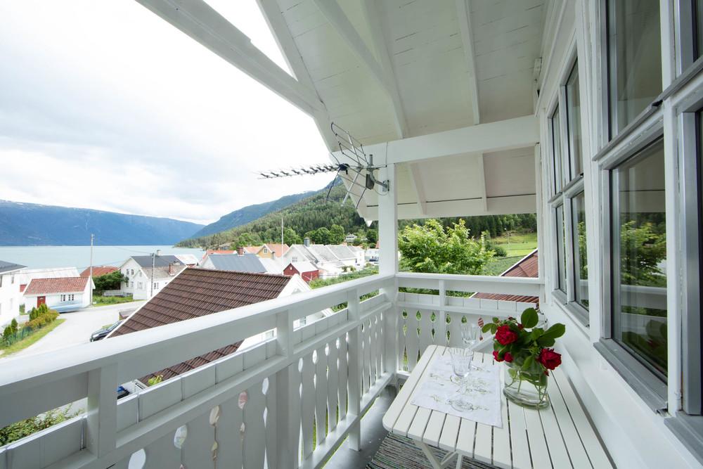 veranda3a.jpg